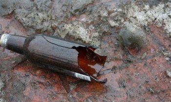 «Разбил бутылку об асфальт  и ударил острым горлышком в шею». В Нижнем Тагиле полиция по горячим следам задержала грабителя