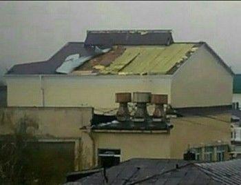 По Свердловской области пронёсся ураган, который сорвал крышу с Драматического театра в Нижнем Тагиле