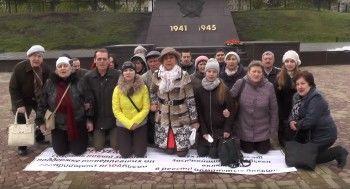 В Екатеринбурге обманутые дольщики встали на колени и попросили помощи у Владимира Путина