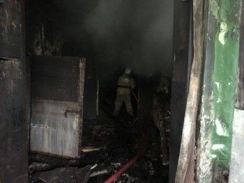МЧС третьи сутки ликвидирует пожар на нижнетагильском хладокомбинате