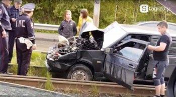 В Нижнем Тагиле ВАЗ на полной скорости вылетел на трамвайные пути и врезался в вагон (ВИДЕО)