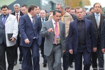 «Я просто очень сильно хотел сфотографироваться с Медведевым...»