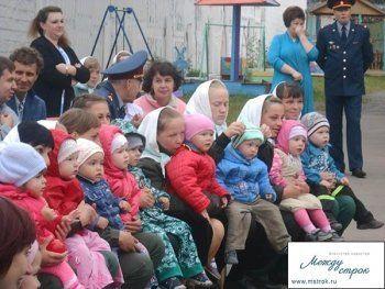 Это как детский сад, только за забором с колючей проволокой