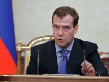 Медведев успокоил бюджетников и пенсионеров: «Все социальные обязательства будут выполнены»