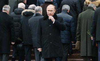 СМИ потеряли Владимира Путина. В соцсетях говорят о болезни президента, Песков называет такие сообщения «весенним обострением»