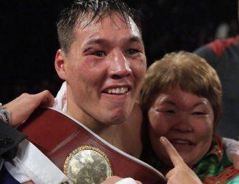 Чемпион мира по боксу Руслан Проводников перечислил деньги на лечение первому тренеру Кости Цзю