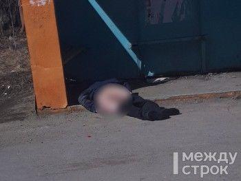 На автобусной остановке под Нижним Тагилом найден обнажённый труп мужчины