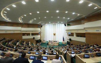 Совет Федерации покинут 14 сенаторов
