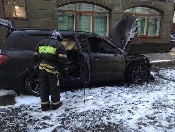 У офиса адвоката Учителя в Москве подожгли две машины