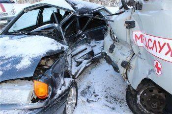 Под Нижним Тагилом в ДТП с участием автомобиля скорой помощи погибла женщина