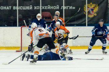 ХК «Спутник» одержал волевую победу над «Бураном», а «Уралочка-НТМК» проиграла действующему чемпиону страны