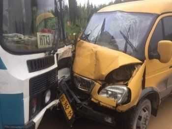 Два пассажирских автобуса столкнулись под Нижним Тагилом