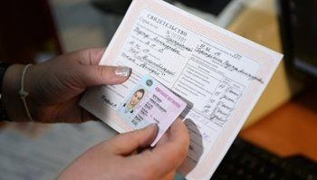 Автошколы предложили выдавать водителям-новичкам временные права