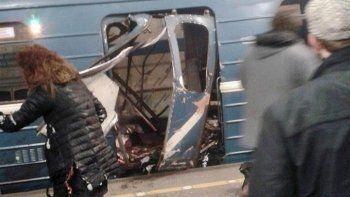 «Ъ»: Террористы намеревались отправить в метро Петербурга двух смертников