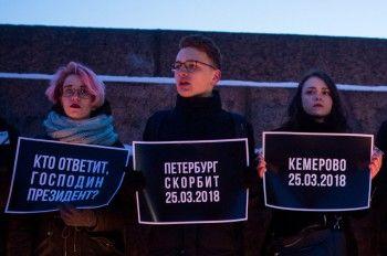 Петербуржского оппозиционера задержали за пикет месячной давности по жертвам трагедии в Кемерове