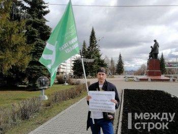 Житель Нижнего Тагила в день инаугурации Путина вышел с одиночным пикетом в поддержку задержанных 5 мая