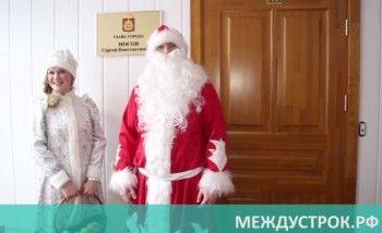 Мэр Нижнего Тагила и его заместители спели новогоднюю песню для Деда Мороза (ВИДЕО)
