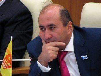 Задержанный за пьяную езду депутат ЗакСО Армен Карапетян может лишиться мандата. Лидер свердловских эсеров не исключает вероятность провокации
