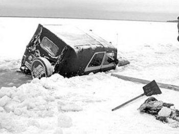 Под Нижним Тагилом УАЗ провалился под лёд. Есть погибший