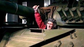 Инвалид-колясочник из Уфы, попросивший Путина об участии в «Танковом биатлоне», посетил головное предприятие «Уралвагонзавода» в Нижнем Тагиле