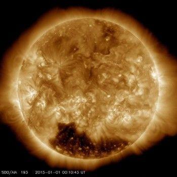 Специалисты NASA обнаружили огромную корональную дыру на Солнце (ВИДЕО)