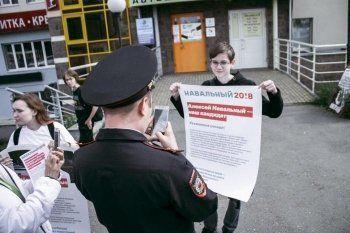 Полиция отказалась возбудить дело о нападении с лопатами на сторонников Навального в Гатчине