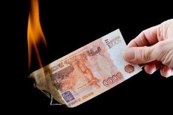 Задушил ради денег, но потом сжёг их. В Нижнем Тагиле парень убил мать своего друга