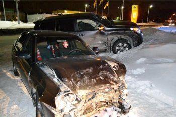 В Нижнем Тагиле Land Cruiser протаранил Lada Priora. Пострадавший 10-месячный ребёнок госпитализирован