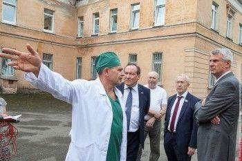 Губернатор Куйвашев поручил найти новое здание для обрушившейся поликлиники онкодиспансера Нижнего Тагила