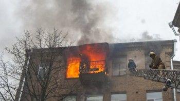 В Нижнем Тагиле мужчина выпрыгнул из горящей квартиры на пятом этаже