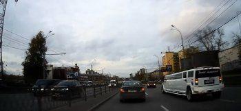 Свадебный кортеж устроил переполох на дорогах Екатеринбурга (ВИДЕО)
