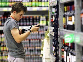 Роспотребнадзор выступил за запрет на продажу алкоголя гражданам до 21 года