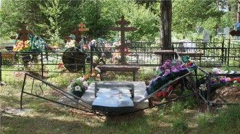 Разгром на кладбище учинили подростки