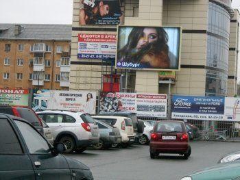 «Администрация всячески пытается нам препятствовать». Предпринимателя оштрафовали на 500 тысяч рублей за незаконный светодиодный экран