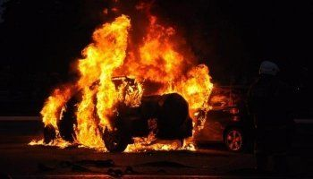 В Нижнем Тагиле пьяный «псих» поджёг автомобили врачей в отместку за отказ от госпитализации