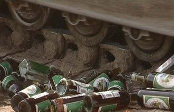 Медведев разрешил давить нелегальный алкоголь бульдозерами
