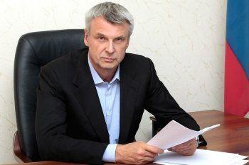 Глава города Сергей Носов лишил чиновников-пенсионеров денежных поощрений