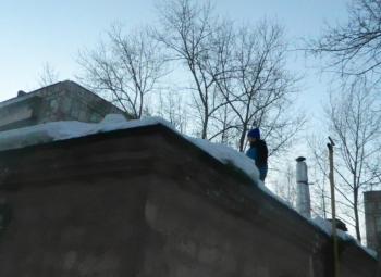 В Нижнем Тагиле 10-летний школьник не смог спуститься с крыши подстанции и едва не замёрз