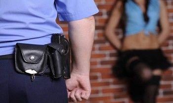 В Нижнем Тагиле полицейский хотел продать коллеге право на «крышевание» проституток