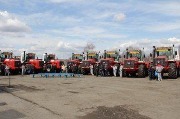 Свердловские фермеры испытают новый трактор