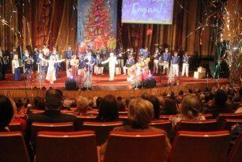 «Вместо бюджета - оптимизм». На новогоднем концерте администрации Нижнего Тагила артисты шутили над бюджетом города на 2016 год