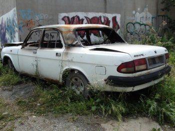 Три брата подожгли автомобиль пенсионера в Нижнем Тагиле