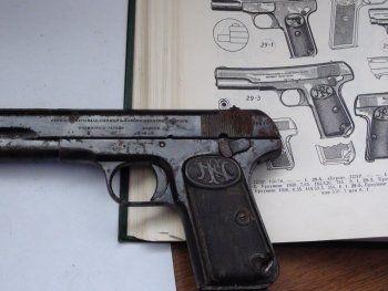 Тагильчане нашли под кровлей дома пистолет «Браунинг» начала 20 века