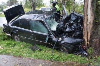 В Нижнем Тагиле водитель «бумера» врезался в дерево и впал в кому