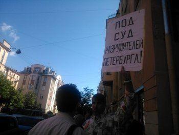 Петербуржцы провели митинг у «дома с Мефистофелем»