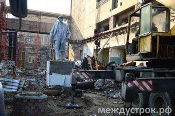 «Ещё чуть-чуть, и Ленин рухнет!». Коммунисты боятся потерять памятник вождю в Нижнем Тагиле