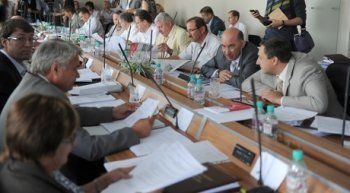 «90 тысяч – это неподъёмная сумма для администрации». Мэрия Нижнего Тагила рекомендовала городским депутатам не повышать траты на «представительские расходы»
