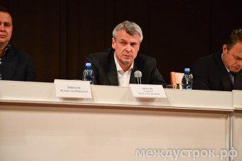 «Мы хотим жить дома, а не в суде». Сергей Носов встретился с жителями Тагилстроевского района
