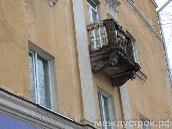 В центре Нижнего Тагила рухнувший балкон едва не придавил ребёнка