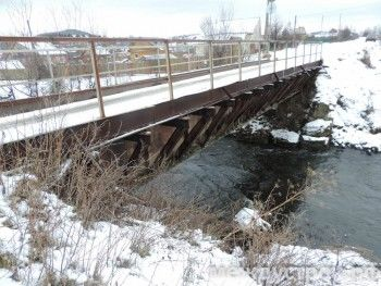 У аварийного моста в посёлке Студёном под Нижним Тагилом хозяина не нашлось. «Ещё день-два, и моста не будет»